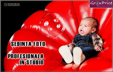 Sedinta Foto Profesionala de Familie (2 adulti + 1 copil) in Studio , de o ora, cu aproximativ 150 de fotografii @ XMEDIA STUDIO