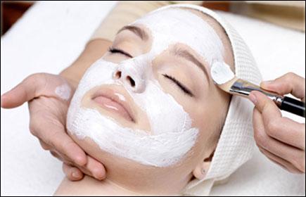 Radiaza de frumusete cu tratament facial complet doar la salon Baronesse + bonus pensat